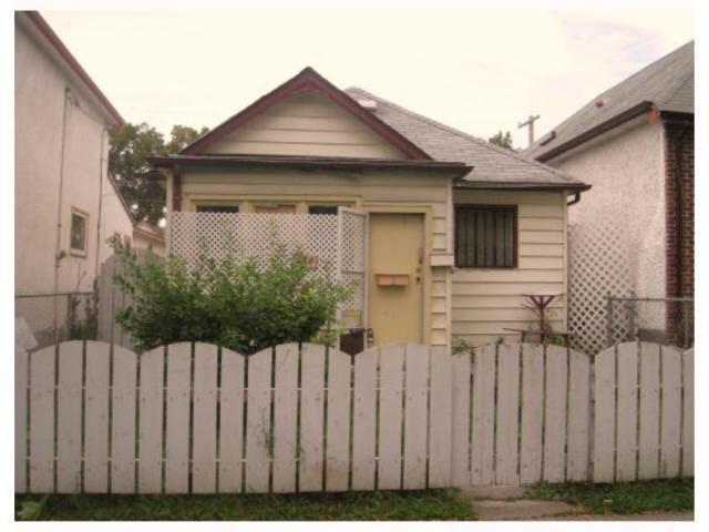 Main Photo: 666 TORONTO Street in WINNIPEG: West End / Wolseley Residential for sale (West Winnipeg)  : MLS®# 2818410