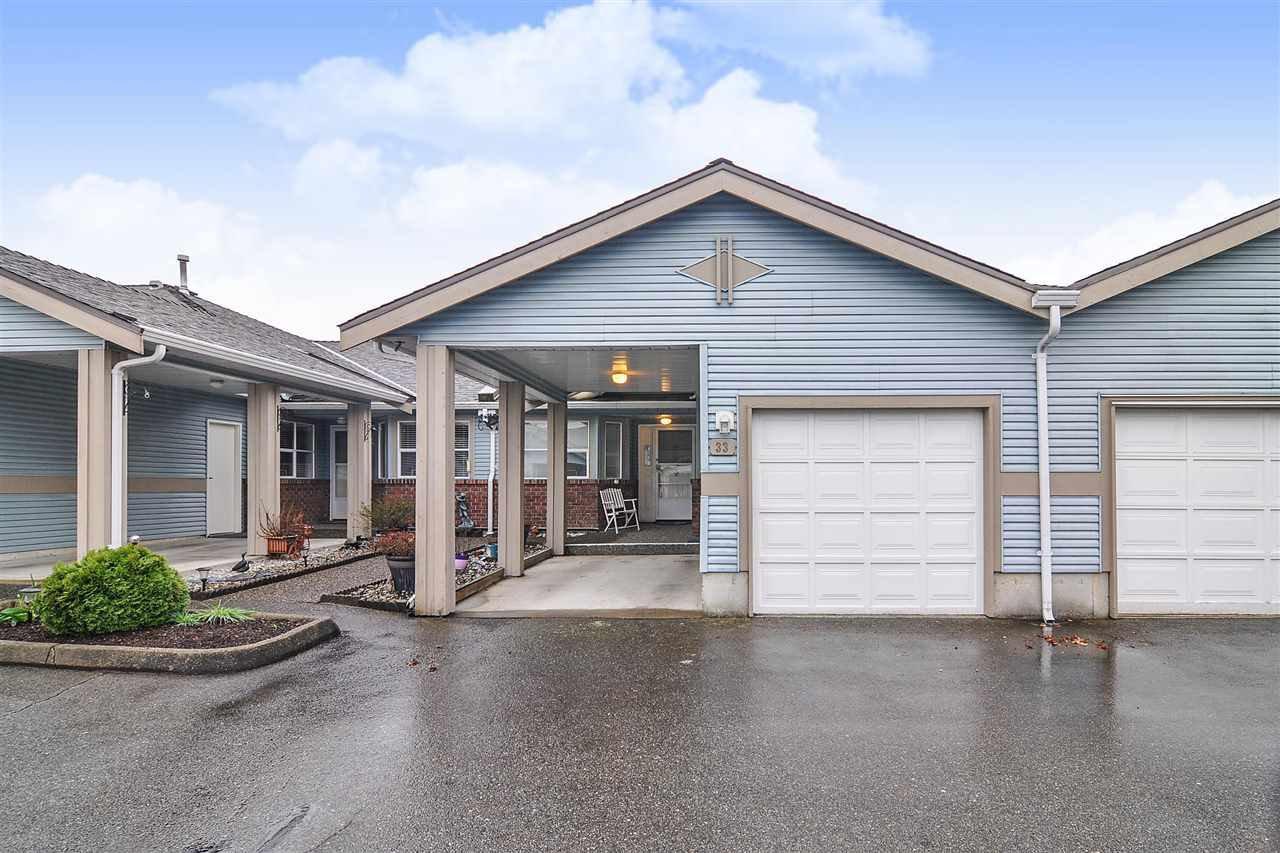 "Main Photo: 33 8889 212 Street in Langley: Walnut Grove Townhouse for sale in ""Garden Terrace"" : MLS®# R2425313"
