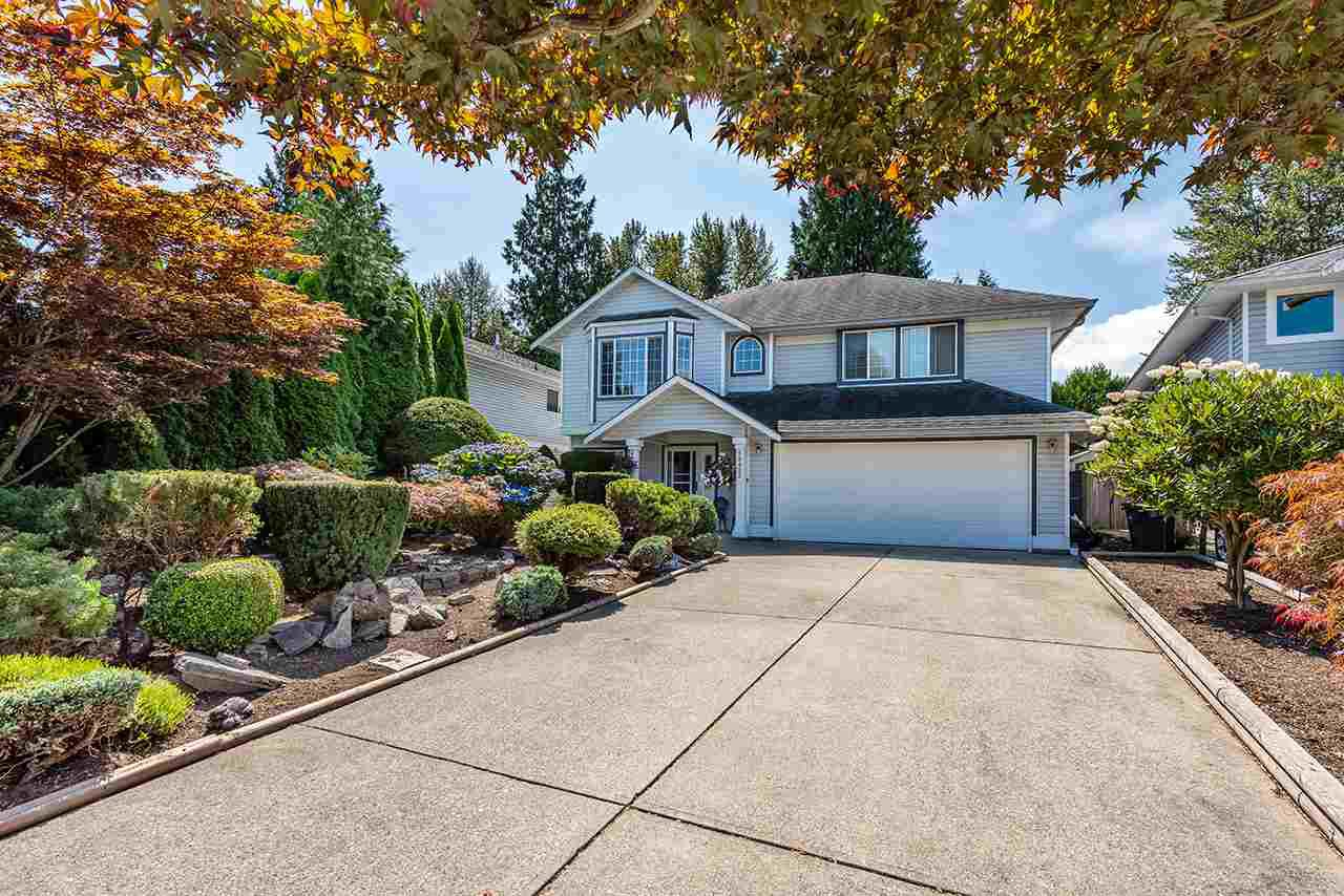 Main Photo: 19422 CUSICK Crescent in Pitt Meadows: Mid Meadows House for sale : MLS®# R2493734