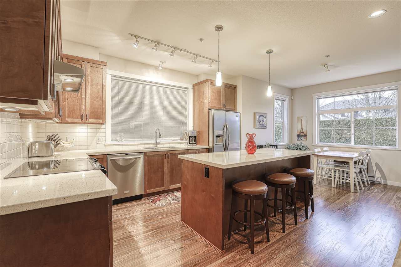 """Photo 5: Photos: 18 19490 FRASER Way in Pitt Meadows: South Meadows Townhouse for sale in """"Kingfisher at Osprey"""" : MLS®# R2444045"""