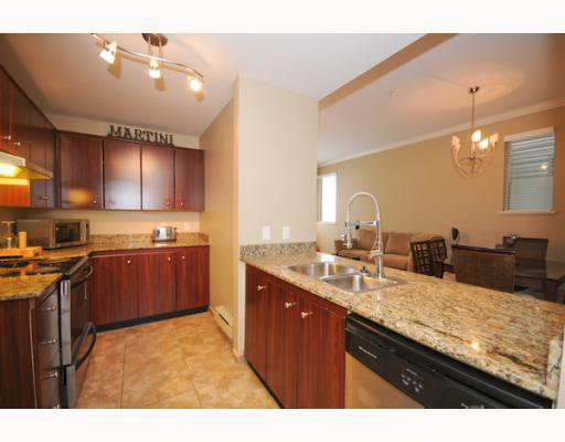 "Main Photo: 105 2250 W 3RD Avenue in Vancouver: Kitsilano Condo for sale in ""HENLEY PARK"" (Vancouver West)  : MLS®# V755957"