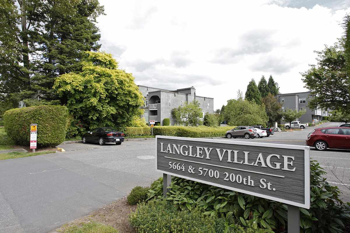 "Main Photo: 4 5700 200 Street in Langley: Langley City Condo for sale in ""LANGLEY VILLAGE"" : MLS®# R2416368"