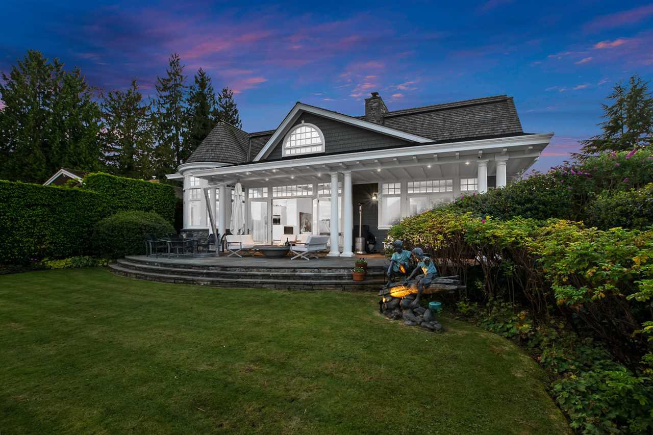 Main Photo: 326 SEA SHELL Lane in North Vancouver: Dollarton House for sale : MLS®# R2464265