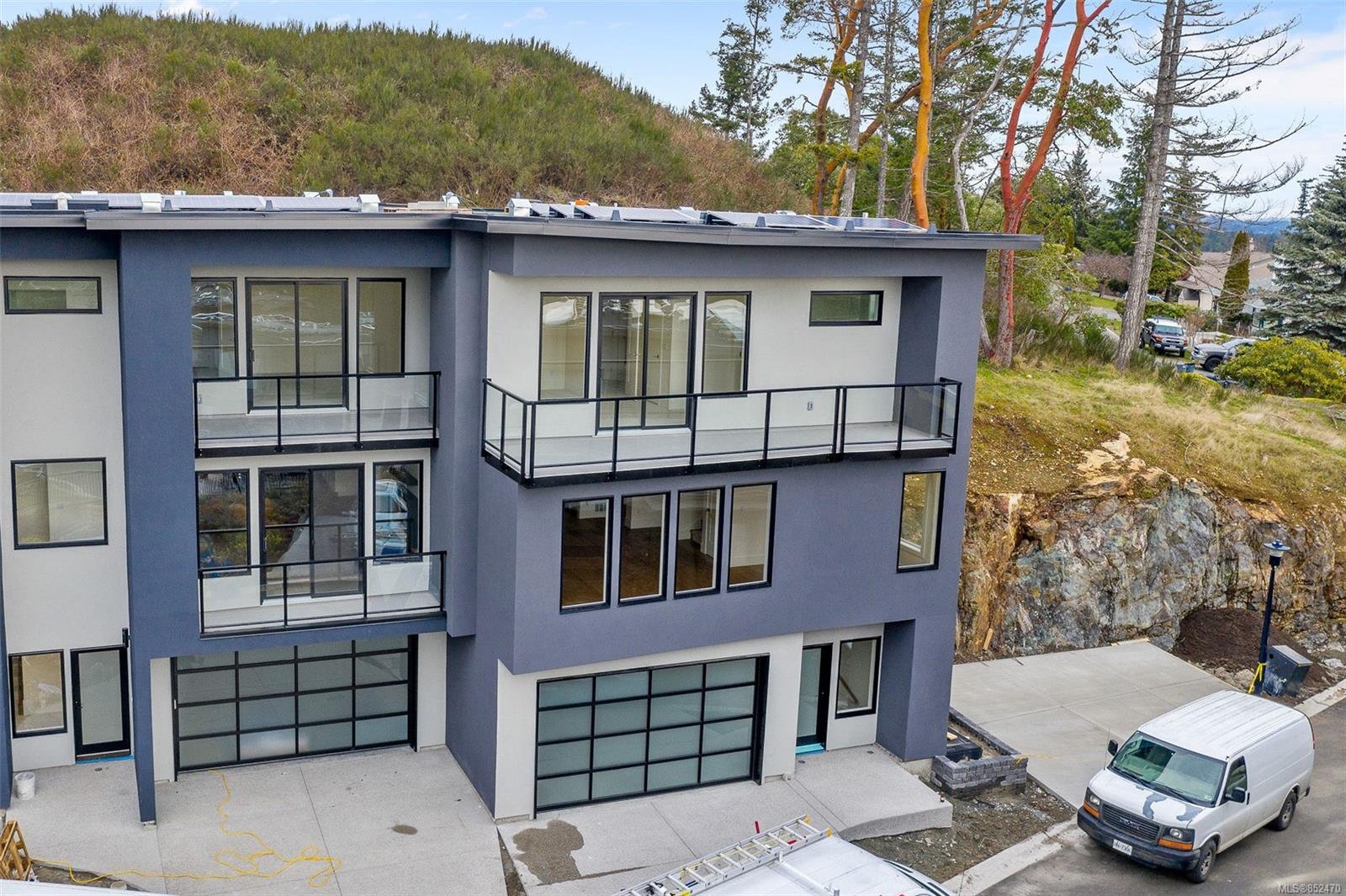 Main Photo: 111 539 Delora Dr in : Co Royal Bay Row/Townhouse for sale (Colwood)  : MLS®# 852470