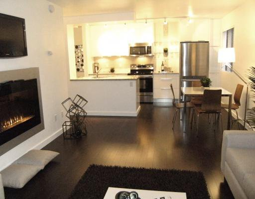 """Main Photo: #105 1867 W 3RD Avenue in Vancouver: Kitsilano Condo for sale in """"ST CLAIRE COURT"""" (Vancouver West)  : MLS®# V806057"""