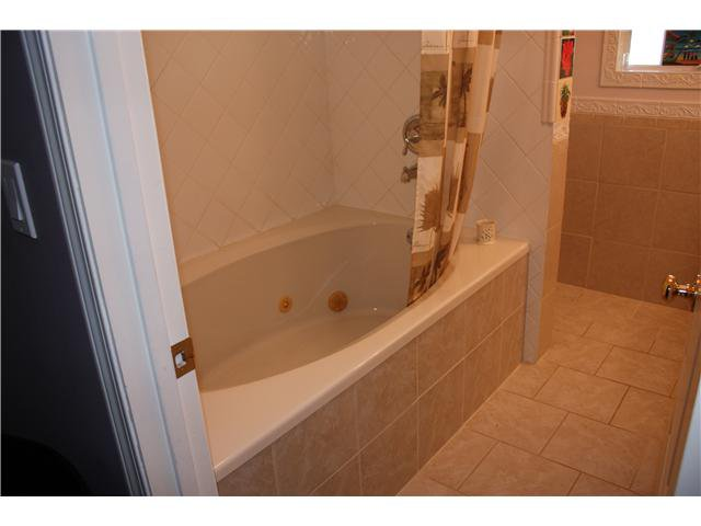 """Photo 6: Photos: 1258 BRIAN Drive in Coquitlam: River Springs House for sale in """"RIVER SPRINGS"""" : MLS®# V853034"""