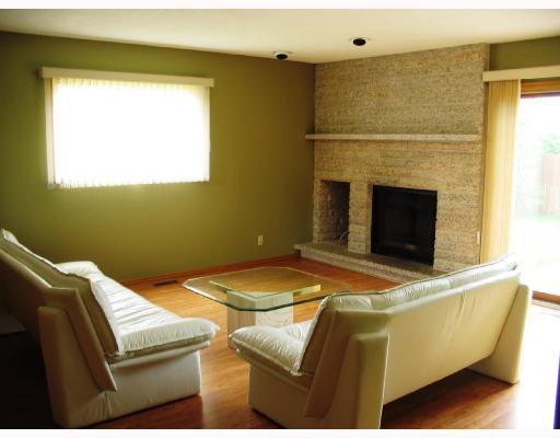 Photo 3: Photos: 10 KINSBOURNE GREEN Crescent in WINNIPEG: St Vital Residential for sale (South East Winnipeg)  : MLS®# 2813106