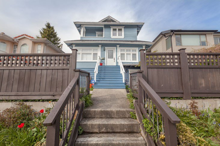 Main Photo: 3851 FRANCES Street in Burnaby: Willingdon Heights House for sale (Burnaby North)  : MLS®# R2404932
