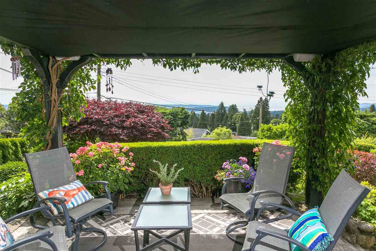 Photo 2: Photos: 350 TEMPE Crescent in North Vancouver: Upper Lonsdale House for sale : MLS®# R2408688