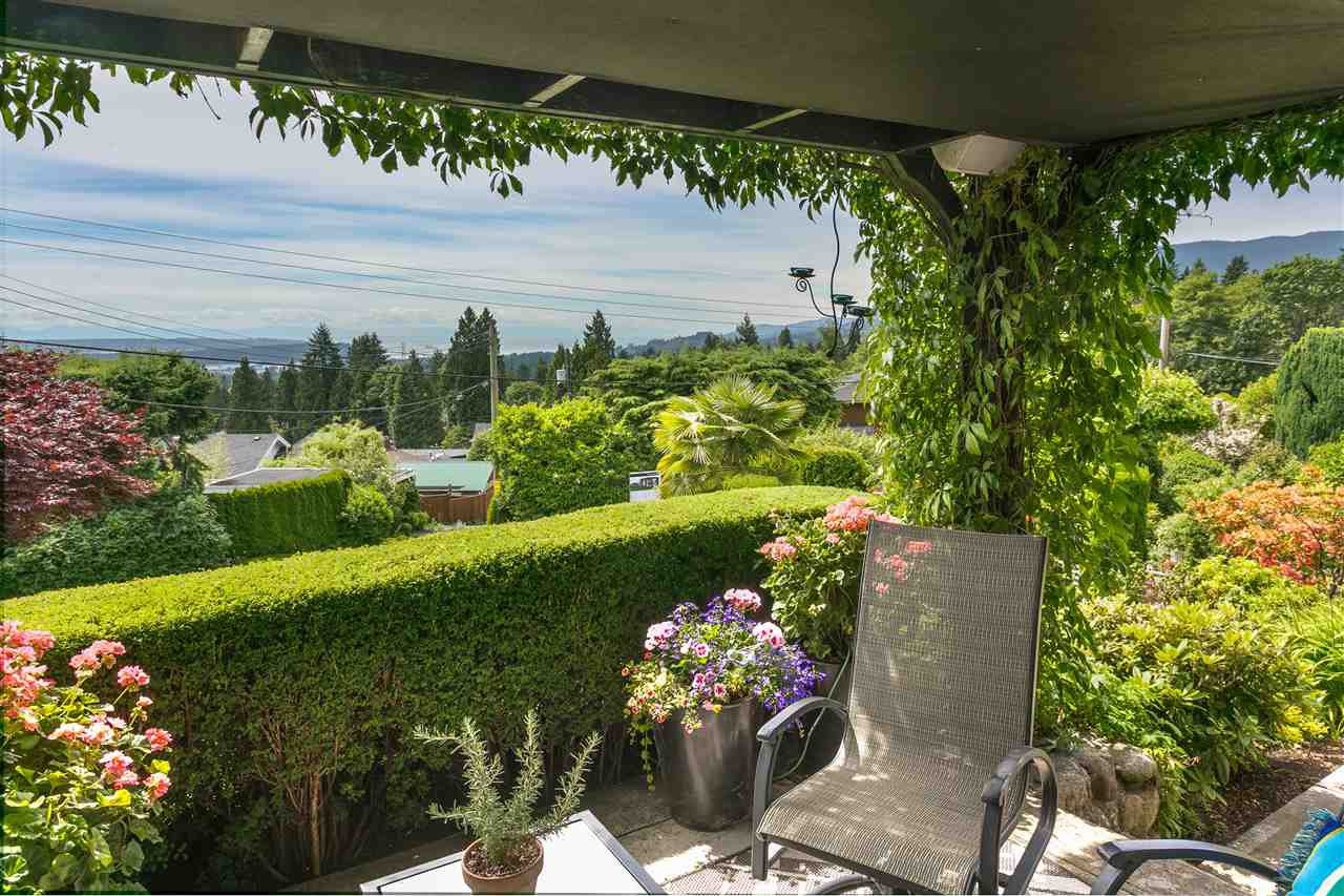 Photo 3: Photos: 350 TEMPE Crescent in North Vancouver: Upper Lonsdale House for sale : MLS®# R2408688