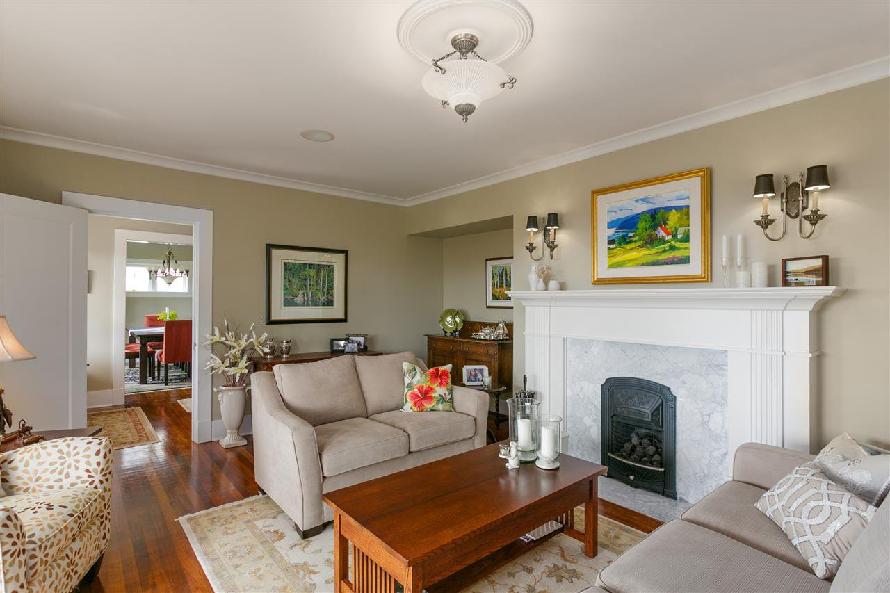 Photo 8: Photos: 350 TEMPE Crescent in North Vancouver: Upper Lonsdale House for sale : MLS®# R2408688