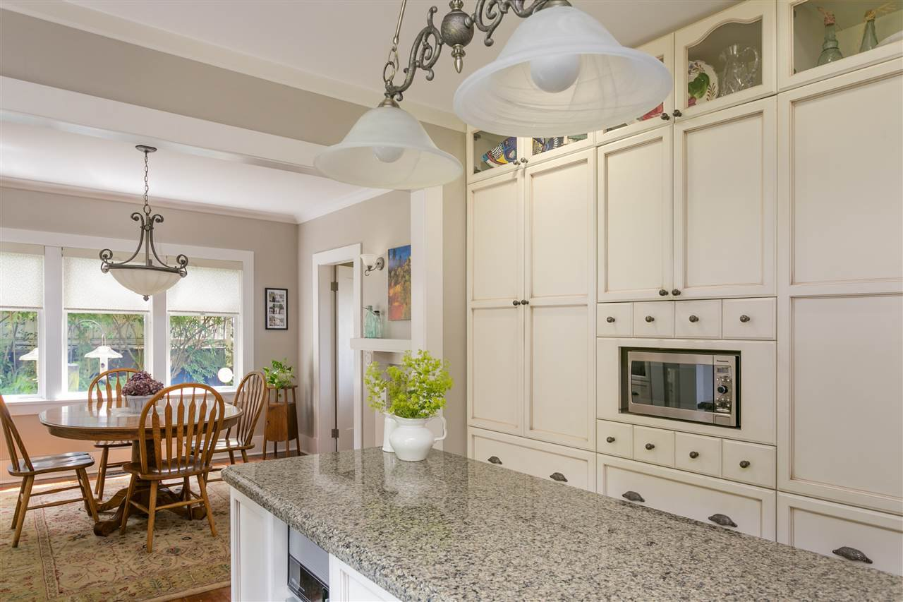Photo 11: Photos: 350 TEMPE Crescent in North Vancouver: Upper Lonsdale House for sale : MLS®# R2408688