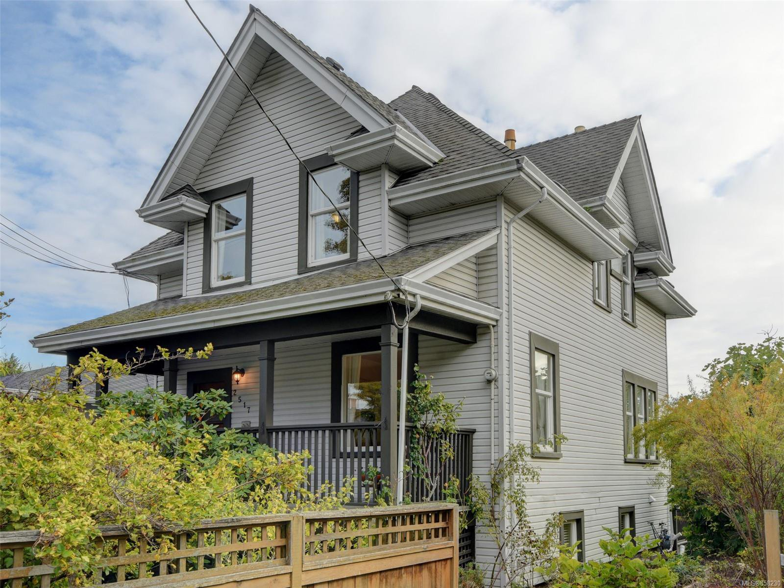 Main Photo: 2517 Graham St in : Vi Hillside House for sale (Victoria)  : MLS®# 858230