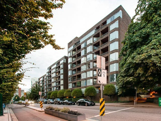 Main Photo: 423 1333 HORNBY STREET in : Downtown VW Condo for sale : MLS®# R2255889