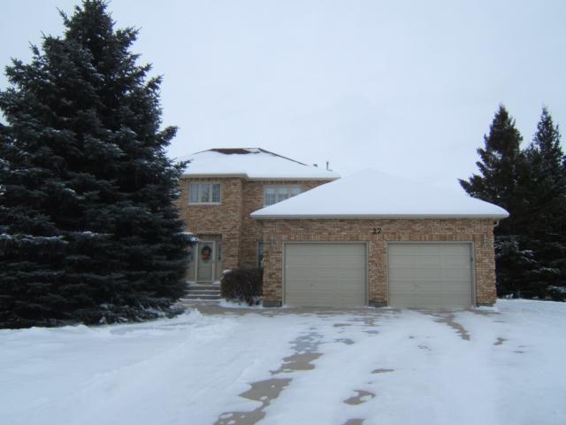 Main Photo: 27 GLENFINNAN Place in ESTPAUL: Birdshill Area Residential for sale (North East Winnipeg)  : MLS®# 1021306