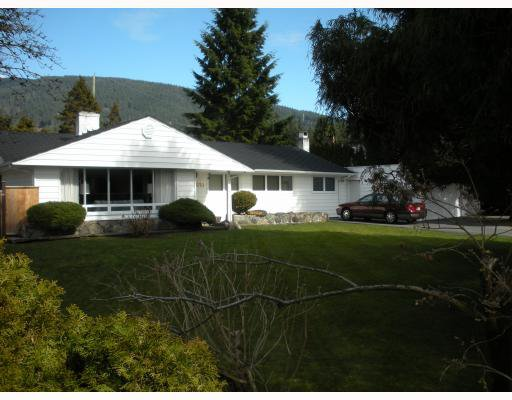 """Main Photo: 4010 SUNNYCREST Drive in North_Vancouver: Forest Hills NV House for sale in """"FOREST HILLS"""" (North Vancouver)  : MLS®# V758304"""