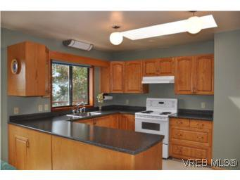 Photo 10: Photos: 853 Melody Pl in VICTORIA: CS Willis Point House for sale (Central Saanich)  : MLS®# 511688