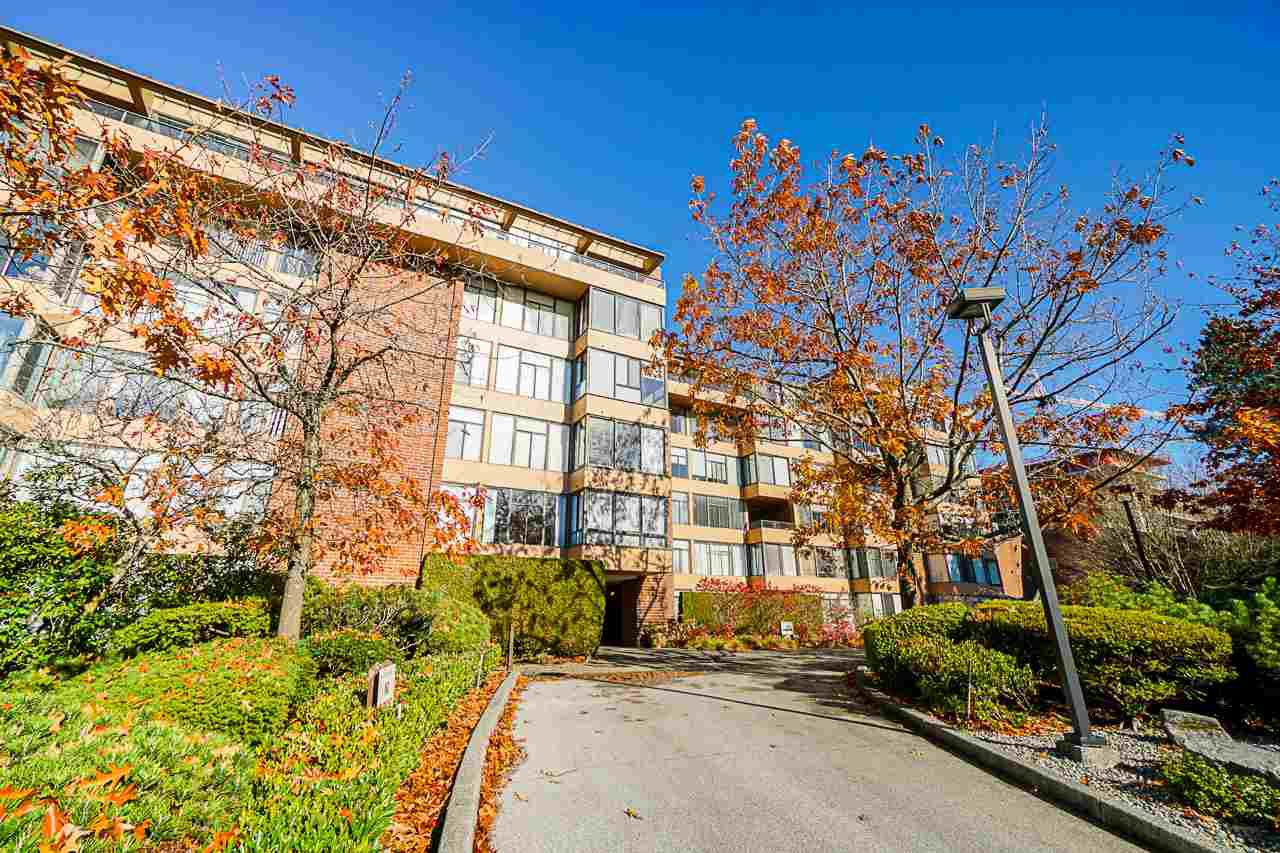 "Main Photo: 608 2101 MCMULLEN Avenue in Vancouver: Quilchena Condo for sale in ""ARBUTUS VILLAGE"" (Vancouver West)  : MLS®# R2417152"