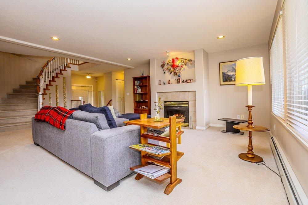 "Photo 4: Photos: 11420 COTTONWOOD Drive in Maple Ridge: Cottonwood MR House for sale in ""COTTONWOOD"" : MLS®# R2424660"