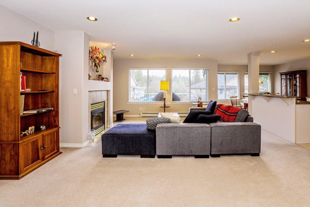 "Photo 3: Photos: 11420 COTTONWOOD Drive in Maple Ridge: Cottonwood MR House for sale in ""COTTONWOOD"" : MLS®# R2424660"