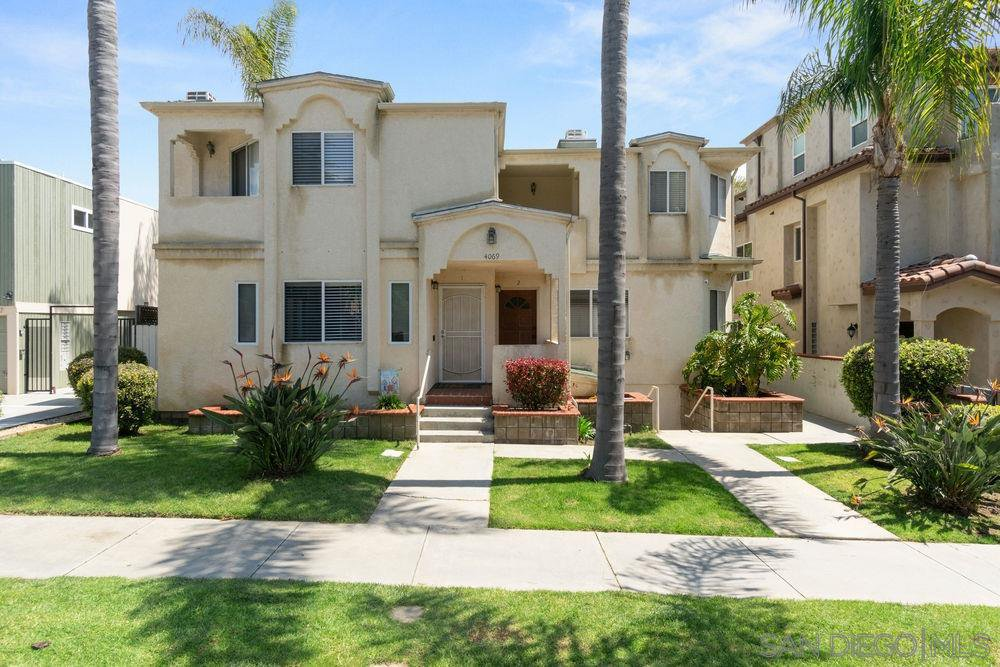 Main Photo: PACIFIC BEACH Townhome for sale : 3 bedrooms : 4069 Lamont St #3 in San Diego