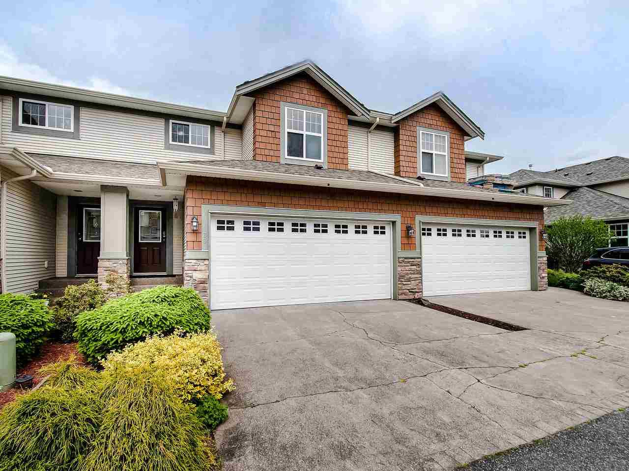 "Main Photo: 33 7475 GARNET Drive in Chilliwack: Sardis West Vedder Rd Townhouse for sale in ""SILVER CREEK ESTATES"" (Sardis)  : MLS®# R2457089"