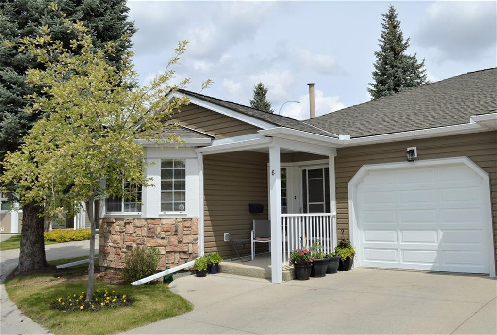 Main Photo: 6 DOUGLASBANK Garden SE in Calgary: Douglasdale/Glen Semi Detached for sale : MLS®# C4300216