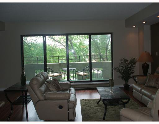 Photo 5: Photos: 200 Tuxedo Avenue in WINNIPEG: River Heights / Tuxedo / Linden Woods Condominium for sale (South Winnipeg)  : MLS®# 2916116