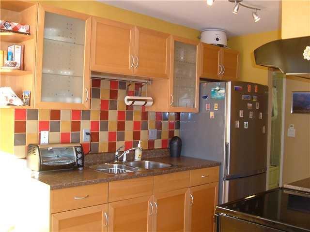 Main Photo: 210 809 W 16TH Street in North Vancouver: Hamilton Condo for sale : MLS®# V828473
