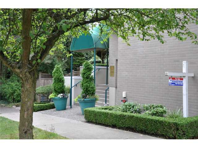 "Main Photo: 403 3590 W 26TH Avenue in Vancouver: Dunbar Condo for sale in ""DUNBAR HEIGHTS"" (Vancouver West)  : MLS®# V845387"