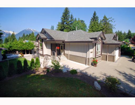 Main Photo: 40399 PERTH Drive in Squamish: Garibaldi Highlands House for sale : MLS®# V769624