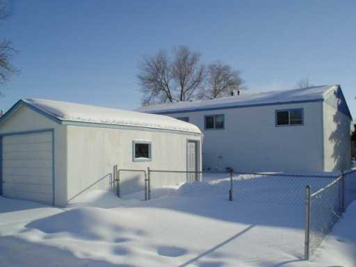 Photo 2: Photos: 21 TREGER Bay in WINNIPEG: East Kildonan Single Family Attached for sale (North East Winnipeg)  : MLS®# 2602806