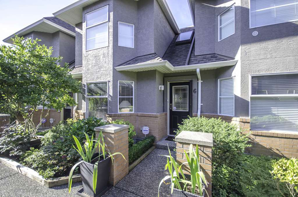 Main Photo: 6 245 E 5TH Street in North Vancouver: Lower Lonsdale Townhouse for sale : MLS®# R2400401