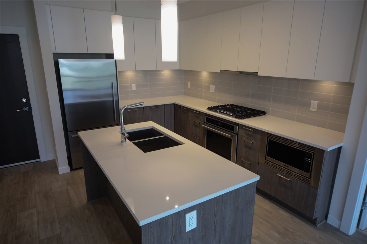 """Photo 2: Photos: 310 625 E 3RD Street in North Vancouver: Lower Lonsdale Condo for sale in """"KINDRED MOODYVILLE"""" : MLS®# R2417535"""