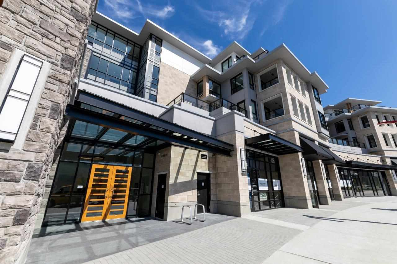 "Main Photo: 308 3220 CONNAUGHT Crescent in North Vancouver: Edgemont Condo for sale in ""The Connaught"" : MLS®# R2405585"