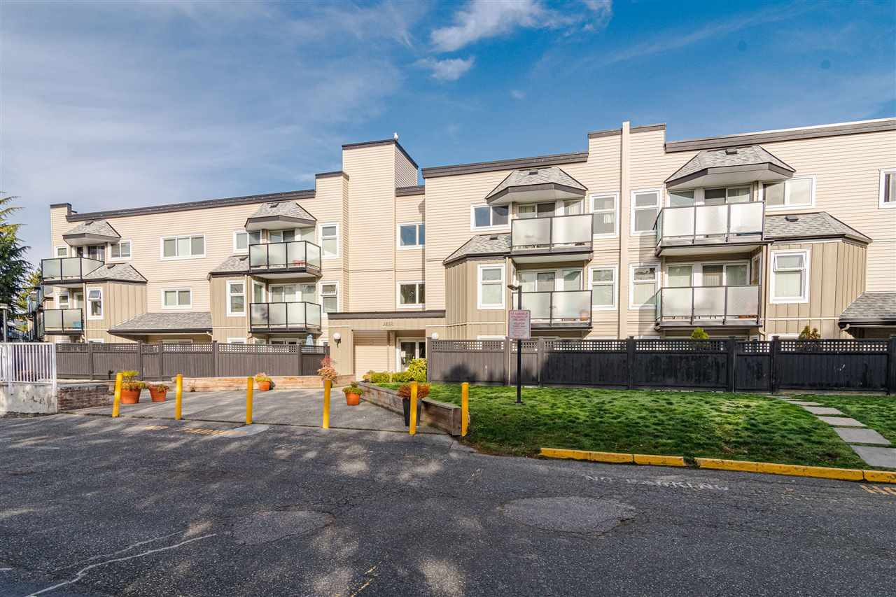"""Main Photo: 218 1850 E SOUTHMERE Crescent in Surrey: Sunnyside Park Surrey Condo for sale in """"Southmere Place"""" (South Surrey White Rock)  : MLS®# R2418866"""