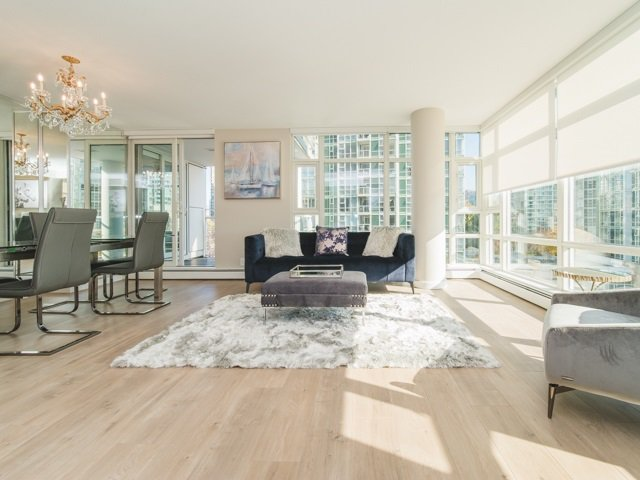 "Main Photo: 706 198 AQUARIUS Mews in Vancouver: Yaletown Condo for sale in ""Aquarius"" (Vancouver West)  : MLS®# R2424836"