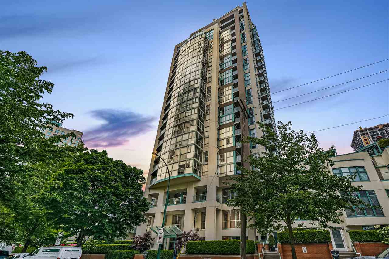 """Main Photo: 1502 907 BEACH Avenue in Vancouver: Yaletown Condo for sale in """"CORAL COURT"""" (Vancouver West)  : MLS®# R2457774"""