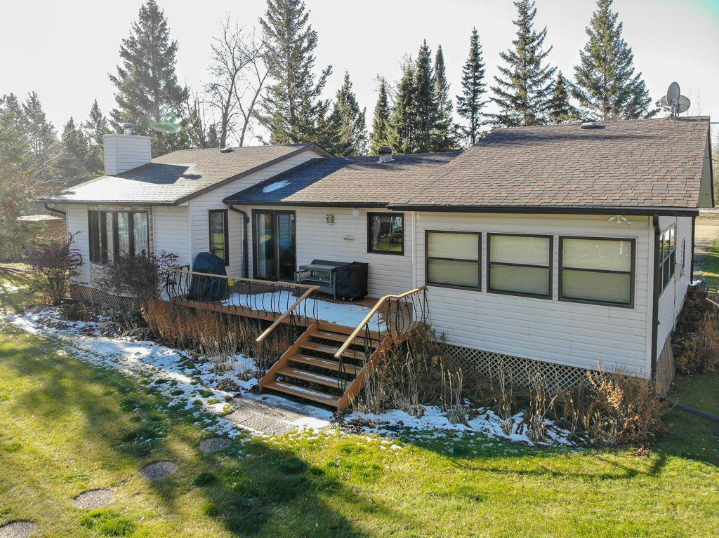 Main Photo: 37 Laurilla Drive in Lac Du Bonnet RM: Pinawa Bay Residential for sale (R28)  : MLS®# 202027486