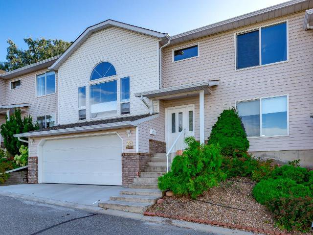Main Photo: 29 2022 PACIFIC Way in Kamloops: Aberdeen Townhouse for sale : MLS®# 153528