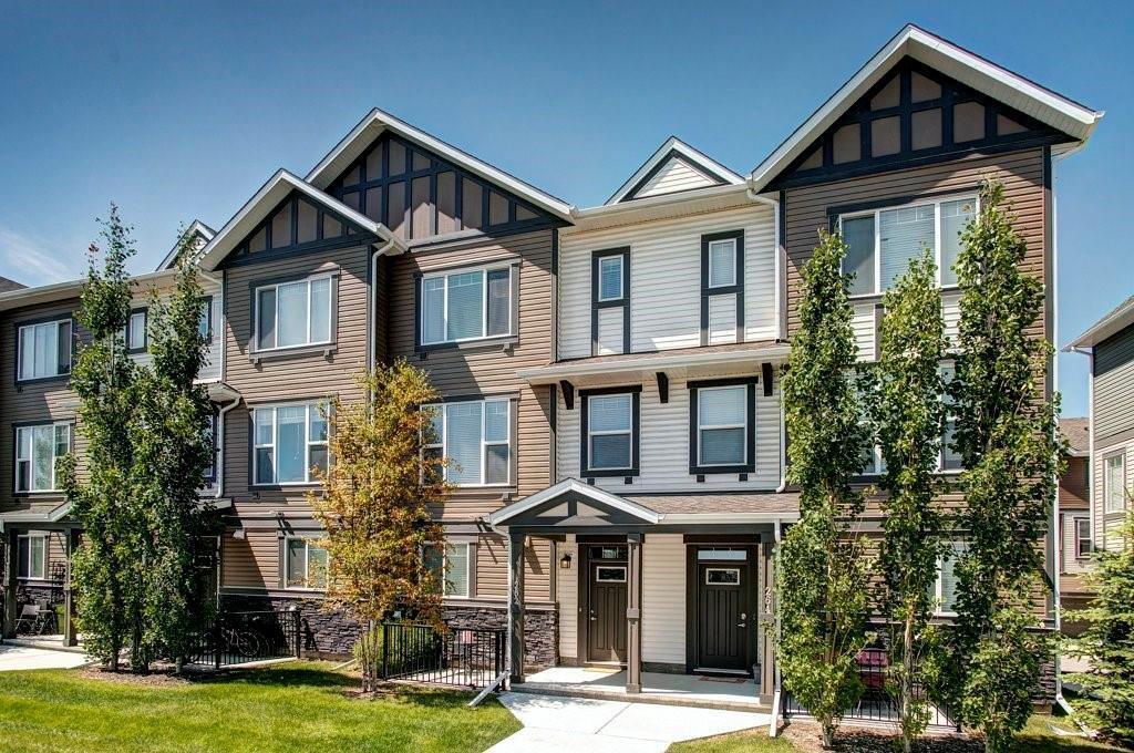 Main Photo: 262 NEW BRIGHTON Walk SE in Calgary: New Brighton Row/Townhouse for sale : MLS®# C4306166