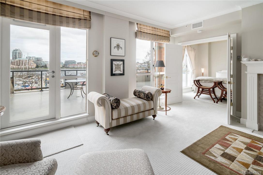 Main Photo: 324 21 Dallas Rd in Victoria: Vi James Bay Condo Apartment for sale : MLS®# 843211