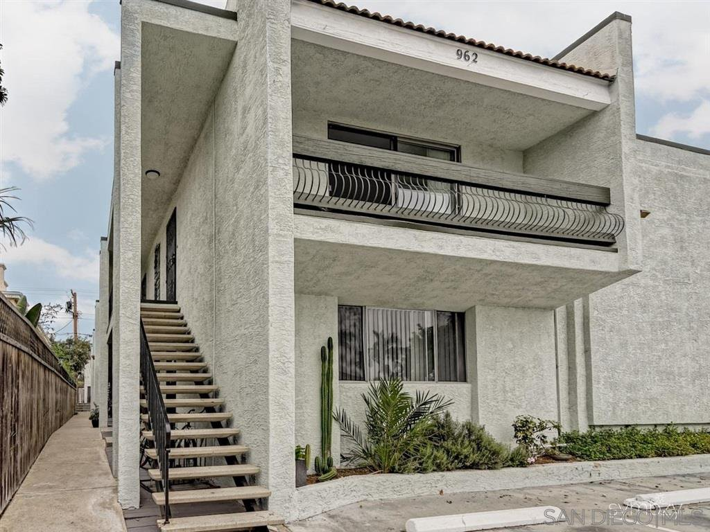 Main Photo: PACIFIC BEACH Apartment for rent : 2 bedrooms : 962 LORING STREET #1A
