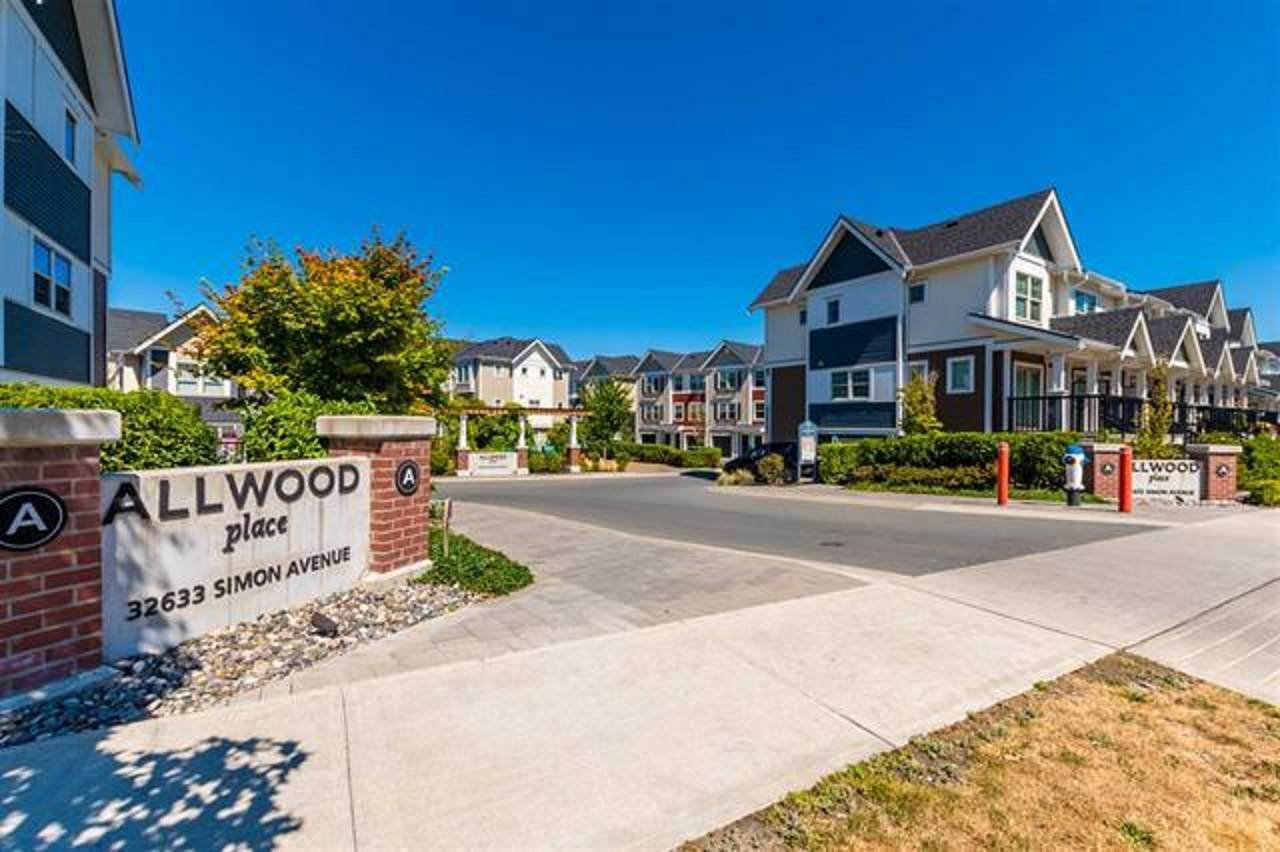 "Main Photo: 5 32633 SIMON Avenue in Abbotsford: Abbotsford West Townhouse for sale in ""Allwood Place"" : MLS®# R2506986"