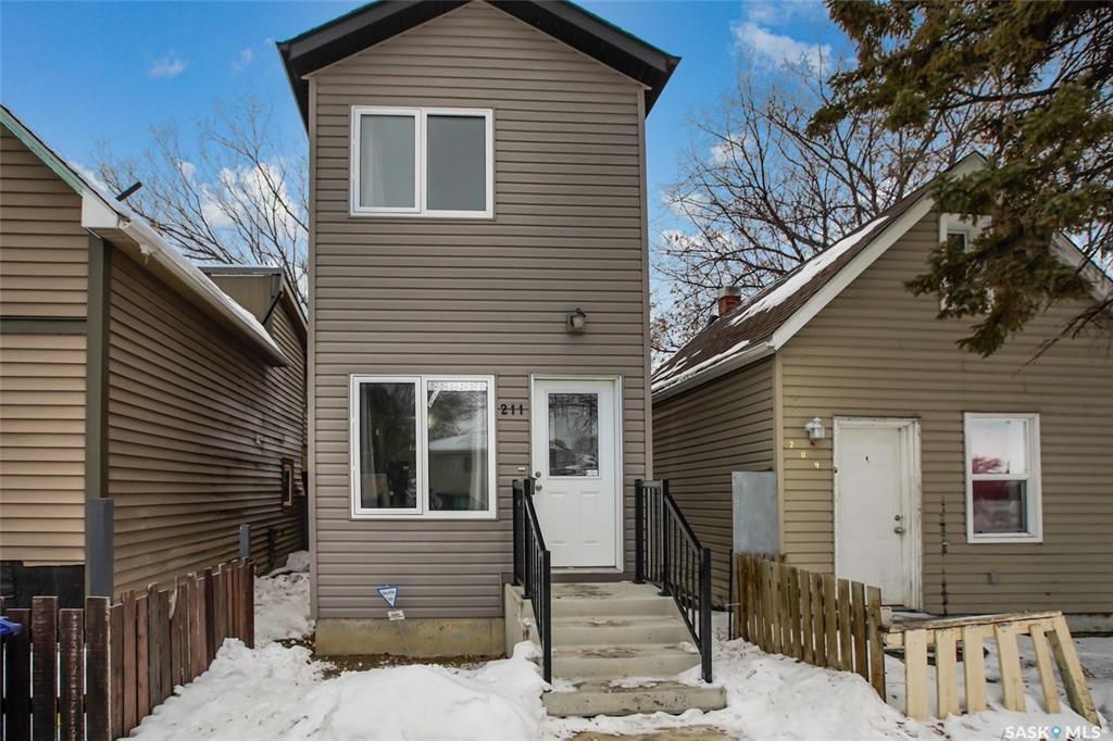 Main Photo: 211 I Avenue South in Saskatoon: Riversdale Residential for sale : MLS®# SK838222