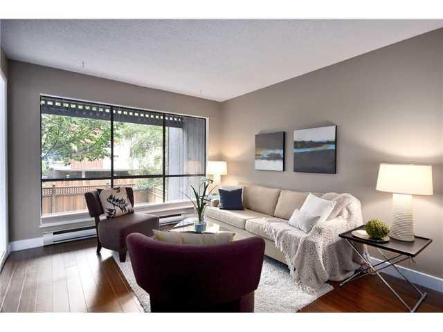 """Main Photo: 211 2173 W 6TH Avenue in Vancouver: Kitsilano Condo for sale in """"THE MALIBU"""" (Vancouver West)  : MLS®# V845749"""