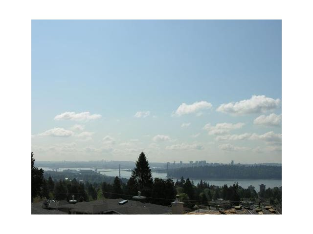 Main Photo: 2197 QUEENS Avenue in West Vancouver: Queens House for sale : MLS®# V859096
