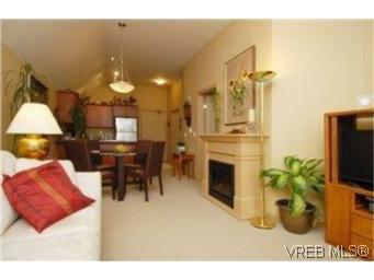 Photo 2: Photos: 404 663 Goldstream Ave in VICTORIA: La Fairway Condo for sale (Langford)  : MLS®# 499068