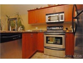 Photo 5: Photos: 404 663 Goldstream Ave in VICTORIA: La Fairway Condo for sale (Langford)  : MLS®# 499068