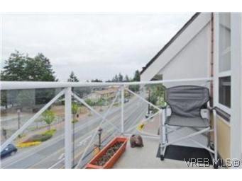 Photo 9: Photos: 404 663 Goldstream Ave in VICTORIA: La Fairway Condo for sale (Langford)  : MLS®# 499068